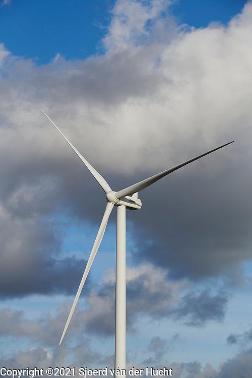 Windmill for generating green electricity through wind energy. | Windmolen voor het opwekken van groene stroom door windenergie.