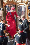 Prinsjesdag 2014 - Aankomst  Gouden Koets op het Binnenhof. /// Parlement Day 2014 - Arrivals Golden Carriage at the Binnenhof.<br /> <br /> Op de foto / On the photo:   Koning Willem Alexander en Koningin Maxima / King Willem Alexander and Queen Maxima