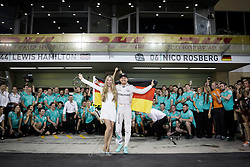 Grand Prix von Abu Dhabi auf dem Yas Marina Circuit / 271116<br /> <br /> ***Nico Rosberg (GER) Mercedes AMG F1 celebrates his World Championship with his wife Vivian Rosberg (GER) and the team.<br /> 27.11.2016. Formula 1 World Championship, Rd 21, Abu Dhabi Grand Prix, Yas Marina Circuit, Abu Dhabi, Race Day.<br /> ***