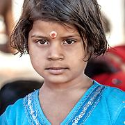 2010 04 19 Varanasi Uttar Pradesh Indien<br /> Porträtt av en liten flicka<br /> <br /> ----<br /> FOTO : JOACHIM NYWALL KOD 0708840825_1<br /> COPYRIGHT JOACHIM NYWALL<br /> <br /> ***BETALBILD***<br /> Redovisas till <br /> NYWALL MEDIA AB<br /> Strandgatan 30<br /> 461 31 Trollhättan<br /> Prislista enl BLF , om inget annat avtalas.