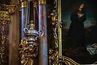 Prague, la ville aux mille tours et mille clochers, n'a pas seulement inspire Andre Breton et les surrealistes. Chaque annee, la belle Tcheque seduit des millions d'admirateurs du monde entier. Monuments, façades et statues racontent une histoire mouvementee ou planent les ombres du Golem, de Mucha ou de Kafka.<br /> Depuis 1992, le centre ville historique est inscrit sur la liste du patrimoine mondial par l'UNESCO<br /> Eglise Notre Dame de Lorette