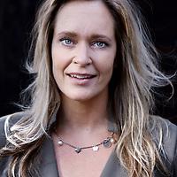 Nederland, Naarden Vesting, 10 oktober 2014.<br /> Suzanne Ekel is Head of Marketing bij Twitter Nederland. Ze werkt al jaren op het grensvlak van merken bouwen en marketing. Bekend van haar rol als Managing Director van Monsterboard, waarvoor ze in 2001 werd uitgeroepen tot M@rketeer v/h Jaar. Daarna werkte ze o.a. bij Greetz.nl en Squla.nl. Ze is jurylid van de Online Marketing Award van Thuiswinkel.org.<br /> Foto:Jean-Pierre Jans