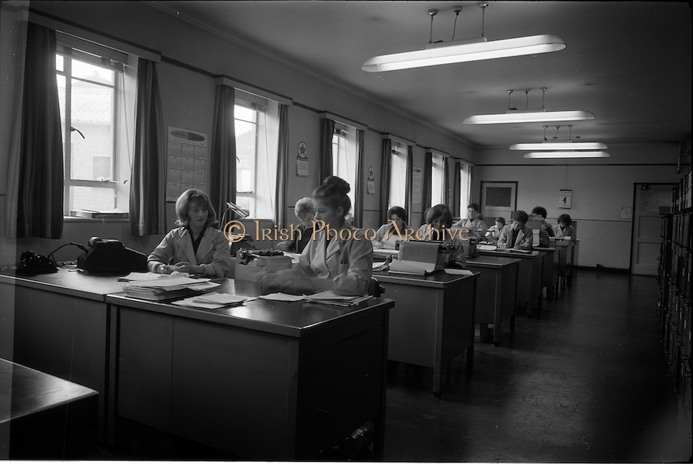 04/03/1964<br /> 03/04/1964<br /> 04 March 1964<br /> Smith Kline and French Laboratories personnel at Smith Kline and French Laboratories Ltd, Ashgrove, Dun Laoghaire Co. Dublin. General view of the office.
