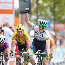 02-09-2016: Wielrennen: Ladies Tour: Den Bosch <br /> DEN BOSCH (NED) wielrennenDe Australische Sarah Roy wint de etappe door het land van Heusden en Altena voor Evy Kuijpers