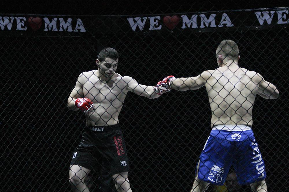 "Kampfsport: MMA, We love MMA, Oberhausen, 31.01.2015<br /> Selim ""Borz"" Agaev (Mixed Sport Gym Hamburg, l.) - Roman Kapranov (RFS Team Saarbruecken)<br /> © Torsten Helmke"