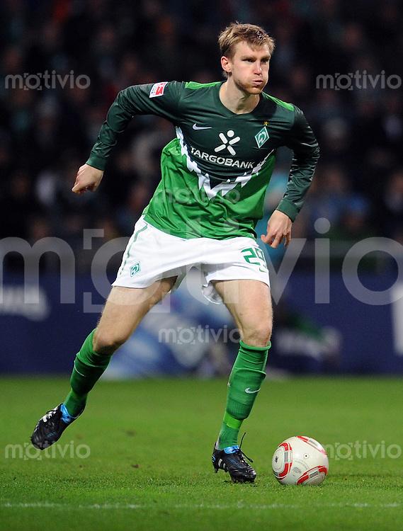 FUSSBALL   1. BUNDESLIGA   SAISON 2010/2010   12. SPIELTAG SV Werder Bremen - Eintracht Frankfurt                13.11.2010 Per MERTESACKER (SV Werder Bremen) Einzelaktion am Ball