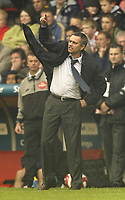 Photo: Aidan Ellis.<br /> Sheffield United v Chelsea. The Barclays Premiership. 28/10/2006.<br /> Chelsea manger Jose Mourinho shouts at his players