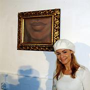 Bekendmaking winnaar Max Factor Sexy Lips 2004, visagist Bridget Jones Diary, Graham Johnston en winnares Froukje de Both