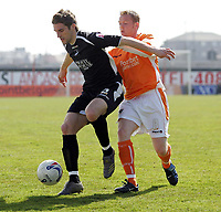 Photo: Paul Thomas.<br /> Blackpool v Swansea City. Coca Cola League 1. 15/04/2006.<br /> <br /> Swansea's Sam Ricketts fights off Blackpool's Gareth Williams.