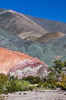 CERRO DE LOS SIETE COLORES Y LECHO DEL RIO GRANDE, PURMAMARCA, QUEBRADA DE HUMAHUACA, PROVINCIA DE JUJUY, ARGENTINA (PHOTO © MARCO GUOLI - ALL RIGHTS RESERVED)