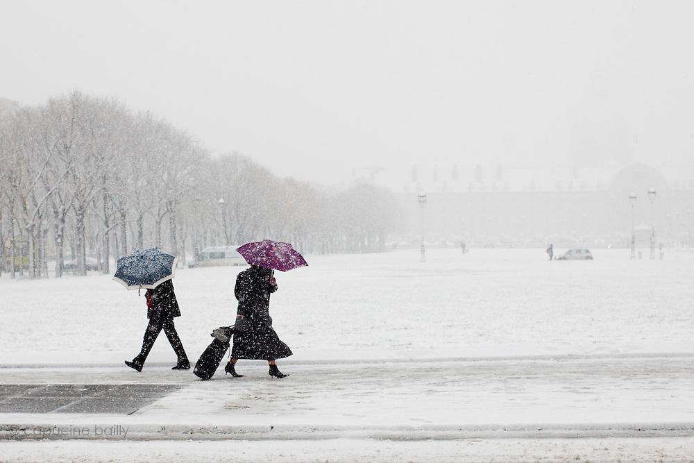 Paris, France. 8 Decembre 2010.Esplanades des Invalides..Paris, France. December 8th 2010.Esplanades des Invalides
