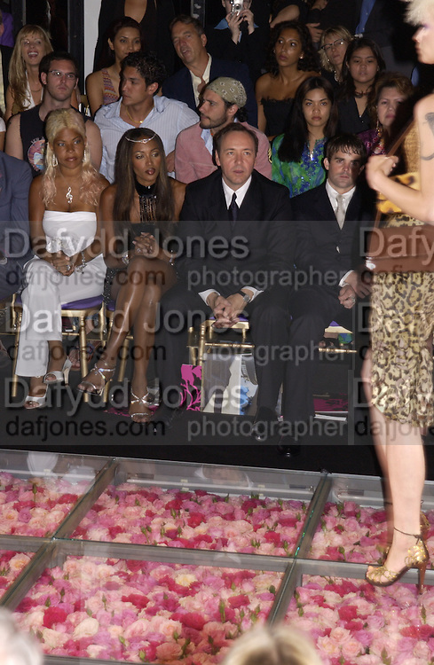 Naomi Campbell, Kevin Spacey, amongst the front row at the Atelier Versace show, Theatre National de Chaillot. Paris. © Copyright Photograph by Dafydd Jones 66 Stockwell Park Rd. London SW9 0DA Tel 020 7733 0108 www.dafjones.com