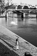 Alone in an deserted city . En attendant Godot