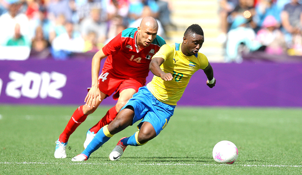 Mexico's Jorge ENRIQUEZ battles with Gabon's Levy MADINDA ..2012 London Olympics - Football - Group B - Mexico v Gabon - Sunday 29th July 2012 - City of Coventry Stadium - Coventry ..