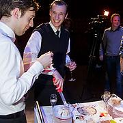 NLD/Amsterdam/20150213 - Supriseparty GTST collega's jarige Guido Spek, taart aansnijden