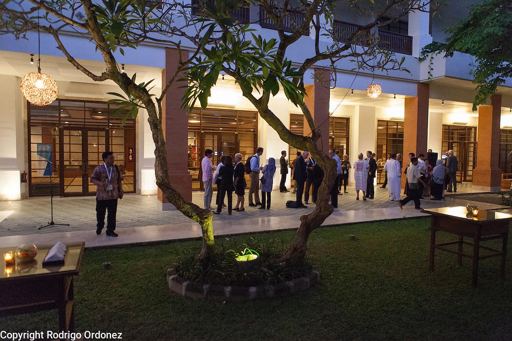 Participants interact and network during an evening reception at the global summit on diabetes and tuberculosis in Bali, Indonesia, on November 2, 2015.<br /> The increasing interaction of TB and diabetes is projected to become a major public health issue.The summit gathered a hundred public health officials, leading researchers, civil society representatives and business and technology leaders, who committed to take action to stop this double threat. (Photo: Rodrigo Ordonez for The Union)