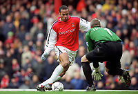 Thierry Henry beats Leicester City goalkeeper Tim Flowers to score his 3rd and Arsenals 5th goal. Arsenal 6:1 Leicester City, FA Carling Premiership, 26/12/2000. Credit Colorsport / Stuart MacFarlane.
