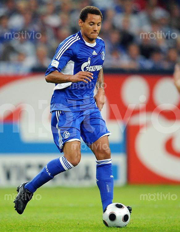 Fussball   INTERNATIONALES TESTSPIEL   SAISON 2008/2009       FC Schalke 04  - Glasgow Rangers             19.07.2008 Jermaine JONES (FC Schalke 04), Einzelaktion am Ball