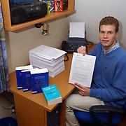 Jaap Rutger Kos Crailoseweg 37 Huizen met petitie tegen gokcentrum Huizen