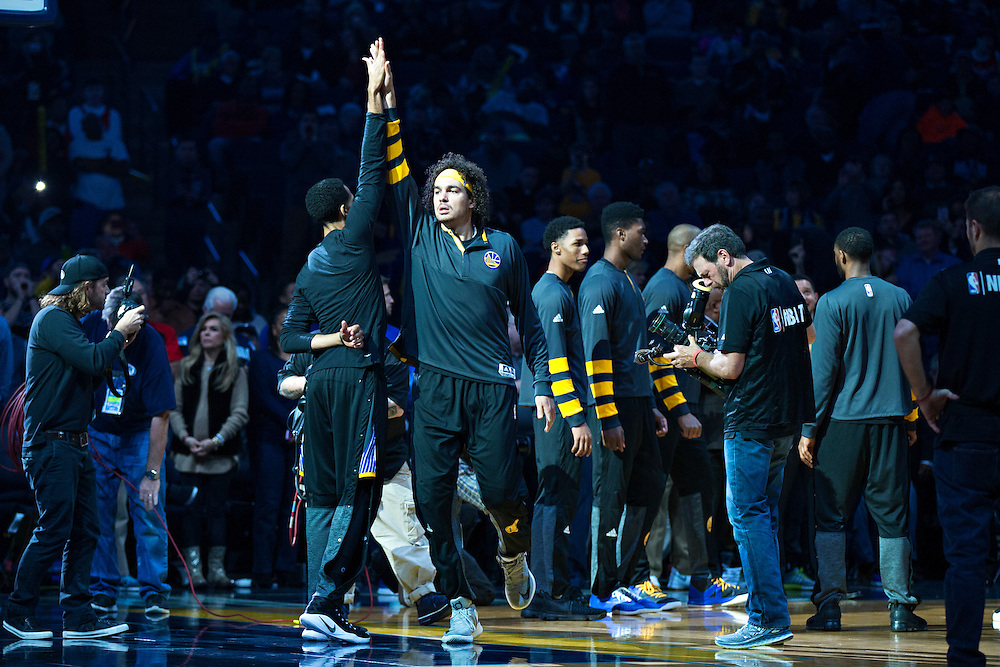 MEMPHIS, TN - DECEMBER 10:  Anderson Varejao #18 of the Golden State Warriors during introductions before a game against the Memphis Grizzlies at the FedExForum on December 10, 2016 in Memphis, Tennessee.  The Grizzlies defeated the Warriors 110-89.  NOTE TO USER: User expressly acknowledges and agrees that, by downloading and or using this photograph, User is consenting to the terms and conditions of the Getty Images License Agreement.  (Photo by Wesley Hitt/Getty Images) *** Local Caption *** Anderson Varejao