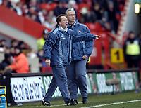 Photo: Olly Greenwood.<br />Charlton Athletic v Aston Villa. The Barclays Premiership. 25/02/2006. Charlton manager Alan Curbishley.