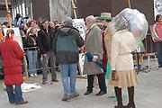 Her Majesty the queen and members of the royal family celebrate Saturday 29 April 2006 Queensday in the province flevoland in the cities  Zeewolde and almere.<br /> <br /> Hare Majesteit de Koningin en leden van de Koninklijke Familie vieren zaterdag 29 april 2006 Koninginnedag mee in de provincie Flevoland en wel in Zeewolde en Almere.<br /> <br /> On the Photo / Op dce foto: De KOninklijke familie bekijken het portret schilderen van CKV (Centrum Kunstzinnige Vorming) in Almere