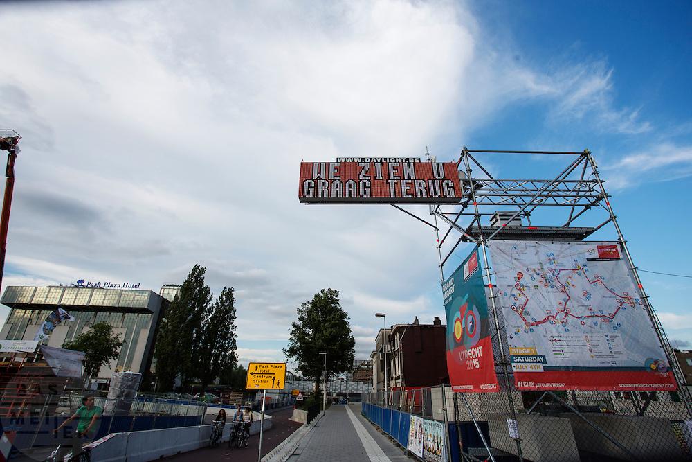 In Utrecht verandert de stad weer langzaam in de gewone staat nadat de van Tour de France van start is gegaan.<br /> <br /> Slowly Utrecht changes to his normal state after the the Tour de France has started.