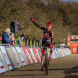 Denise Betsema heeft de Waaslandcross in Sint-Niklaas gewonnen.De Texelse hield bij afwezigheid van Brand en Alvarado Annemarie Worst van de winst. Sanne Cant was derde.