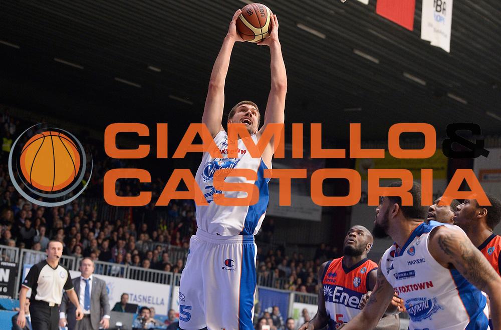 DESCRIZIONE : Cantu' Lega A 2014-2015 Acqua Vitasnella Cantu' Enel Brindisi<br /> GIOCATORE : Ivan Buva<br /> CATEGORIA : schiacciata<br /> SQUADRA : Acqua Vitasnella Cantu'<br /> EVENTO : Campionato Lega A 2014-2015<br /> GARA : Acqua Vitasnella Cantu' Enel Brindisi<br /> DATA : 29/11/2014<br /> SPORT : Pallacanestro<br /> AUTORE : Agenzia Ciamillo-Castoria/R.Morgano<br /> GALLERIA : Lega Basket A 2014-2015<br /> FOTONOTIZIA : Cantu' Lega A 2014-2015 Acqua Vitasnella Cantu' Enel Brindisi<br /> PREDEFINITA :