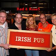Opening Irish Pub Red & Roses, Ted Hankey, Francis Hoenselaar, Rob en Anita van der Monde, Co Stompe
