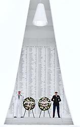 US-Präsident Barack Obama und Japans Premier Shinzo Abe beim Gedenken an die Opfer des japanischen Angriffs auf Pearl Harbor vor 75 Jahren / 271216<br /> <br /> <br /> <br /> ***Photo shows wreaths laid by Japanese Prime Minister Shinzo Abe and U.S. President Barack Obama at the USS Arizona Memorial at Pearl Harbor in Hawaii on Dec. 27, 2016, to commemorate those who died in the Japanese surprise attack there in 1941.***