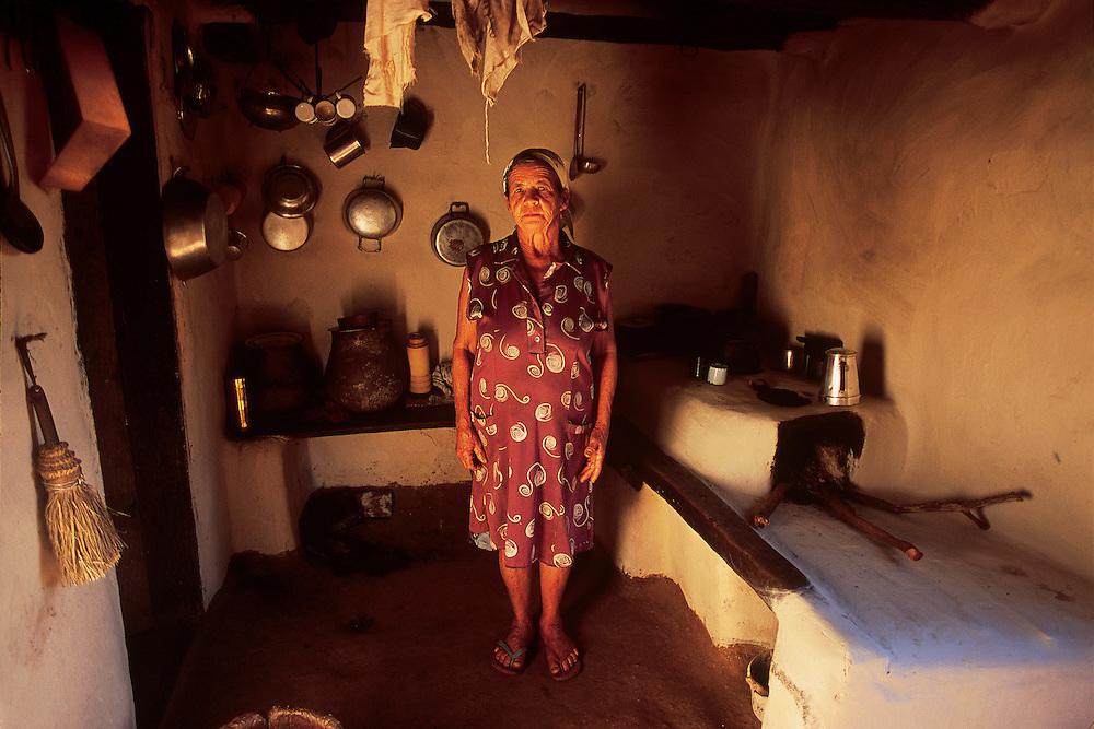 Turmalina_MG, Brasil...Idosa em sua casa na comunidade do Degredo no Vale do Jequitinhonha...The elderly in her house in the Degredo community in Vale do Jequitinhonha...Foto: JOAO MARCOS ROSA / NITRO..
