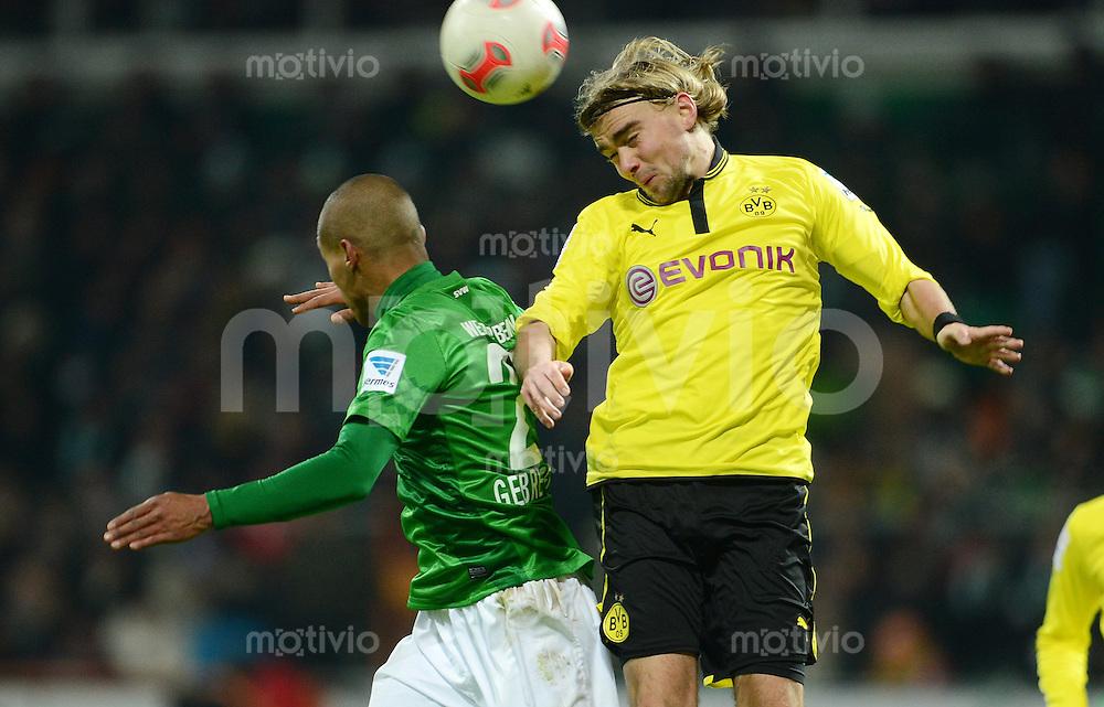 FUSSBALL   1. BUNDESLIGA   SAISON 2012/2013    18. SPIELTAG SV Werder Bremen - Borussia Dortmund                   19.01.2013 Theodor Gebre Selassie (li, SV Werder Bremen) gegen Marcel Schmelzer (re, Borussia Dortmund)