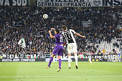 September 20, 2017 - Turin, Piedmont, Italy - Gil Dias (ACF Fiorentina)  and Mario Mandzukic (Juventus FC) compete for the ball during the Serie A football match between Juventus FC and ACF Fiorentina at Allianz Stadium on 20 September, 2017 in Turin, Italy. .Juventus win 1-0 over Fiorentina. (Credit Image: © Massimiliano Ferraro/NurPhoto via ZUMA Press)