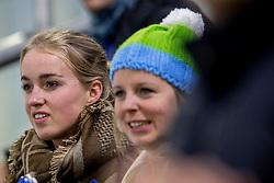 12-11-2017 NED: ISU World Cup, Heerenveen<br /> Support, publiek, Merle