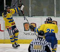 Ishockey   27  mars   2007  - GET ligaen , NM finale 3<br /> Hamar OL-Amfi    <br /> <br /> Foto: Dagfinn Limoseth, Digitalsport <br /> <br /> Storhamar v Vålerenga   4-1|<br /> <br /> Justin Cox , Storhamar reddet opp igjen tabben fra i går med å lage Storhamars tredje mål