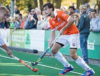 BLOEMENDAAL - HOCKEY -  Florian Fuchs (Bl'daal) met links  Joep de Mol (Oranje-Rood) ) tijdens de competitie hoofdklasse hockeywedstrijd Bloemendaal -ORANJE-ROOD (4-1)  COPYRIGHT KOEN SUYK
