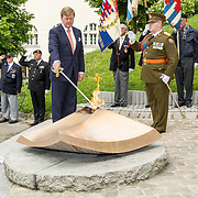 LUX/Luxemburg/20180523 - Staatsbezoek Luxemburg dag 1 , Koning Willem Alexander houdt de sabel in de vlam
