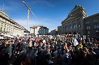 SCHWEIZ - BERN - Demonstration 'Essen ist politisch!' organisiert von 'Landwirtschaft mit Zukunft', hinter dieser Initative stehen über 30 Organisationen, welche zur Demonstration aufgerufen haben. Hier die Schlusskundgebung auf dem Bundesplatz - 22. Februar 2020 © Raphael Hünerfauth - http://huenerfauth.ch
