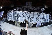DESCRIZIONE : Bologna Lega A 2015-16 Obiettivo Lavoro Virtus Bologna - Umana Reyer Venezia<br /> GIOCATORE : Obiettivo Lavoro Virtus Bologna<br /> CATEGORIA : Pubblico Arena Striscione Tifosi<br /> SQUADRA : Umana Reyer Venezia<br /> EVENTO : Campionato Lega A 2015-2016<br /> GARA : Obiettivo Lavoro Virtus Bologna - Umana Reyer Venezia<br /> DATA : 04/10/2015<br /> SPORT : Pallacanestro<br /> AUTORE : Agenzia Ciamillo-Castoria/G.Ciamillo<br /> <br /> Galleria : Lega Basket A 2015-2016 <br /> Fotonotizia: Bologna Lega A 2015-16 Obiettivo Lavoro Virtus Bologna - Umana Reyer Venezia