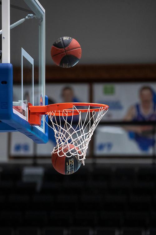 ÖSTERSUND 20191031<br /> Bollar och korg  under torsdagens match i basketligan mellan Jämtland Basket och Umeå BBK i Östersunds Sporthall.<br /> <br /> Foto: Per Danielsson/Projekt.P