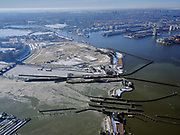 Nederland, Noord-Holland, Amsterdam, 13-02-2021; Oranjesluizen met Zeeburgereiland.<br />  <br /> luchtfoto (toeslag op standaard tarieven);<br /> aerial photo (additional fee required)<br /> copyright © 2021 foto/photo Siebe Swar