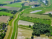 Nederland, Gelderland, Gemeente Druten, 14–05-2020; Waalbandijk direct ten oosten van Afferden. Rechts Afferdense en Deestse Waarden.<br /> Waalbandijk (winter dike) directly east of Afferden. Afferdense and Deestse Waarden.<br /> <br /> luchtfoto (toeslag op standaard tarieven);<br /> aerial photo (additional fee required)<br /> copyright © 2020 foto/photo Siebe Swart