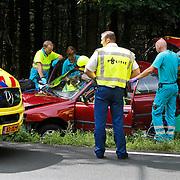 NLD/Huizen/20100808 - Ongeval met beknelling op de Crailoseweg Huizen nadat 2 honden in de auto ruzie hadden reed de bestuursters tegen een lantaarnpaal
