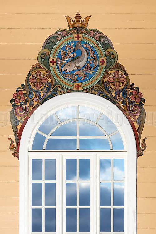 Maleri over vindu i Indre Herøy Kirke