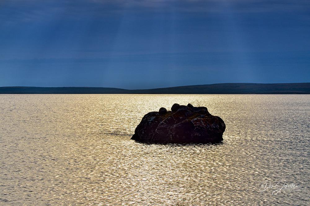 Ennadai Lake shoreline, Arctic Haven Lodge, Nunavut, Nunavut, Canada