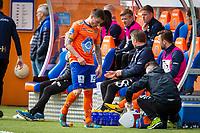 1. divisjon fotball 2018: Aalesund - Mjøndalen. Aalesunds Bjørn Helge Riise går ut med skade i førstedivisjonskampen i fotball mellom Aalesund og Mjøndalen på Color Line Stadion.