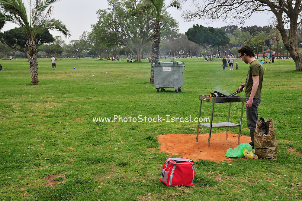 Israel, Ramat Gan National Park, The park covers an area of 1.9 km² and is the second largest urban park in Israel. Barbecuing in the park