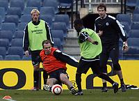 Photo: Chris Ratcliffe.<br />Chelsea Training Session. UEFA Champions League. 06/03/2006. <br />Chelsea's Arjen Robben makes a challenge on Shaun Wright-Phillips.