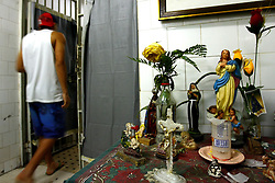 O interno da FASE, em Porto Alegre, D.S de 17 anos, condenado por homicídio, no interior da instituição.FOTO: Jefferson Bernardes/Preview.com